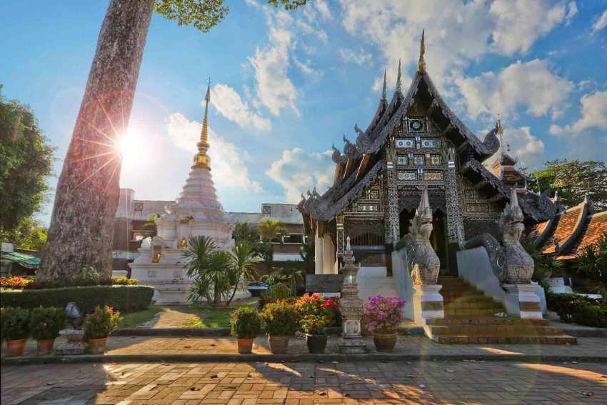 【5天4晚泰北当地玩乐】学做泰国菜+喂食小老虎+骑大象穿越丛林+清莱黑白庙,精彩玩不停