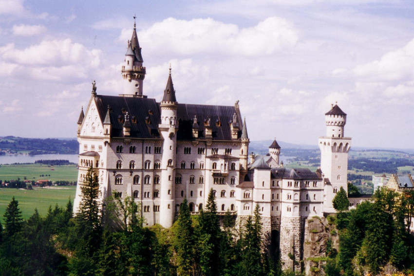 【走进童话里的城堡-慕尼黑天鹅堡一日游】菲森+新天鹅堡+阿尔卑斯湖