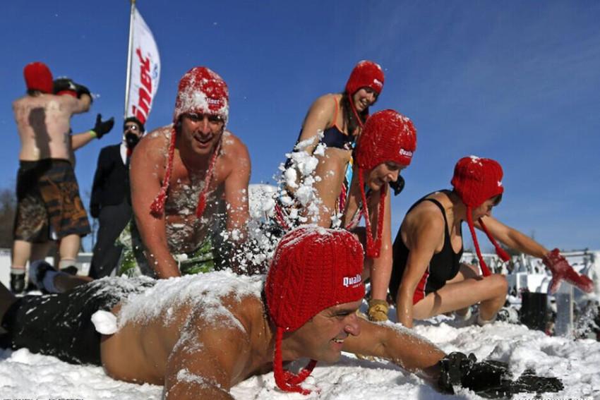 【蒙特利尔-魁北克冬季狂欢一日游】水晶瀑布+冰雕展+雪上活动+花车游行