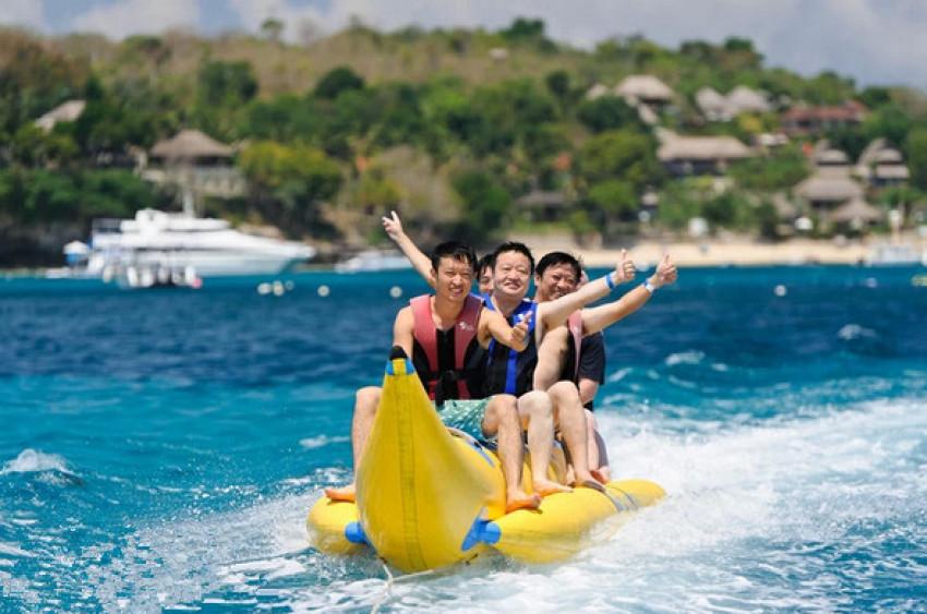 【蓝梦岛一日游】黄色大油轮:早午餐+舞蹈音乐+水上活动+玻璃船