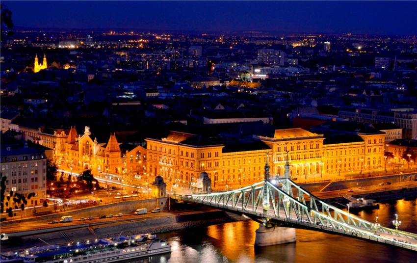 【布达佩斯风情小镇一日游】埃格尔城堡+美人谷+kopcsik marcipania糖果博物馆